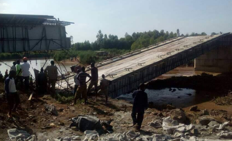Photo of the collapsed Sigiri Bridge in Budalangi that was launched by President Uhuru Kenyatta, William Ruto and Ababu Namwamba