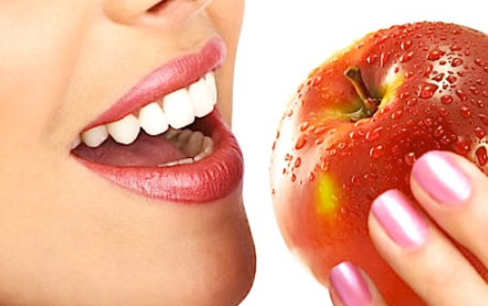 How to Whiten Your Teeth Using 3 Natural Ingredients
